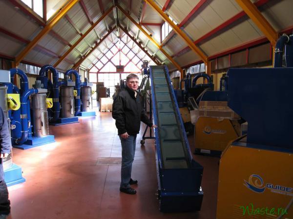 Подающий конвейер на складе готовой продукции