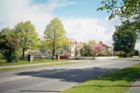 Дорога к выставочному комплексу через коттеджный поселок