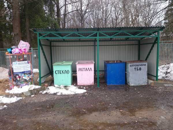 Крытая контейнерная площадка для сбора твердых коммунальных отходов